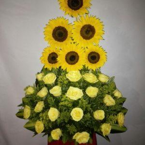 Arreglo girasoles y rosas amarillas