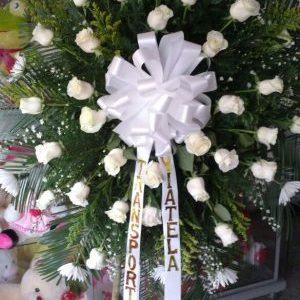 Corona fúnebre rosas blanca y crisantemos