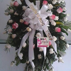 Corona fúnebre rosas blancas y rosadas