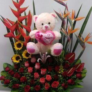 Jardinera con aves del paraíso y heliconias con peluche rosas rojas , lirio y rosas salmón
